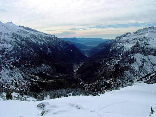 The valley of river Aragón...