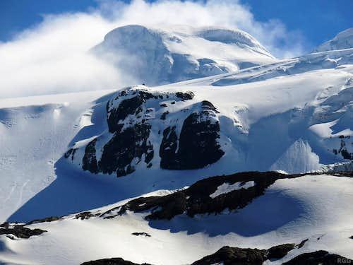 Zooming in on Hvannadalshnúkur (2110m)