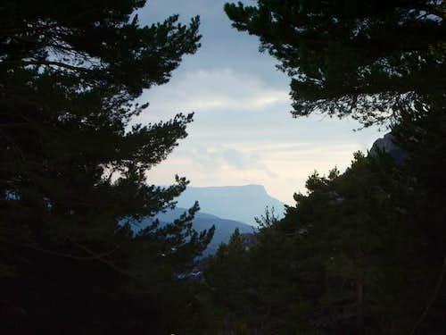 The ridge of Peña Oroel,...