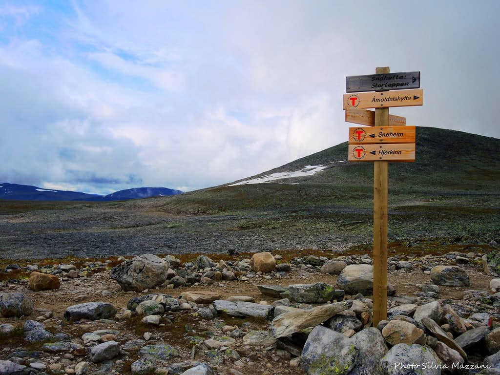 Signpost along Snøhetta Normal route