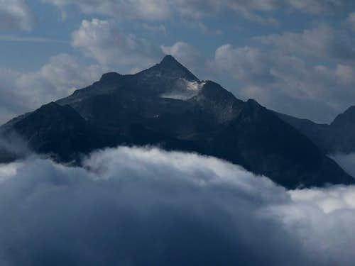 Wildkarspitze in Zillertal Alps