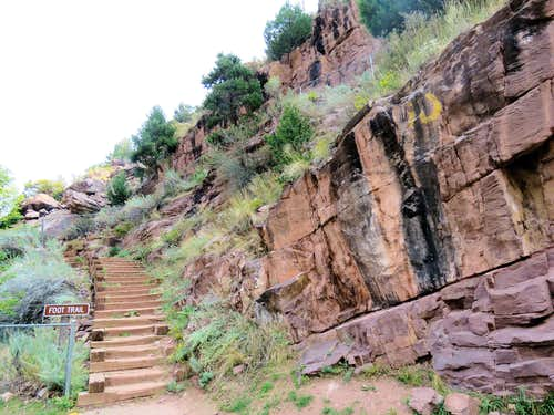 Trailhead at the dam