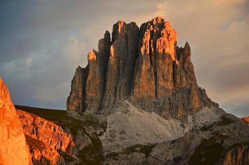 Tscheiner Spitze / Sforcella (2810 m) in sunrise glow