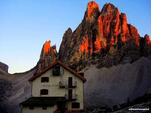 Refuge Zsigmondy-Comici and Croda dei Toni at sunset