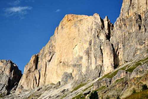 The formidable and technically extremely difficult west wall of Roda di Vaèl / Rotwand