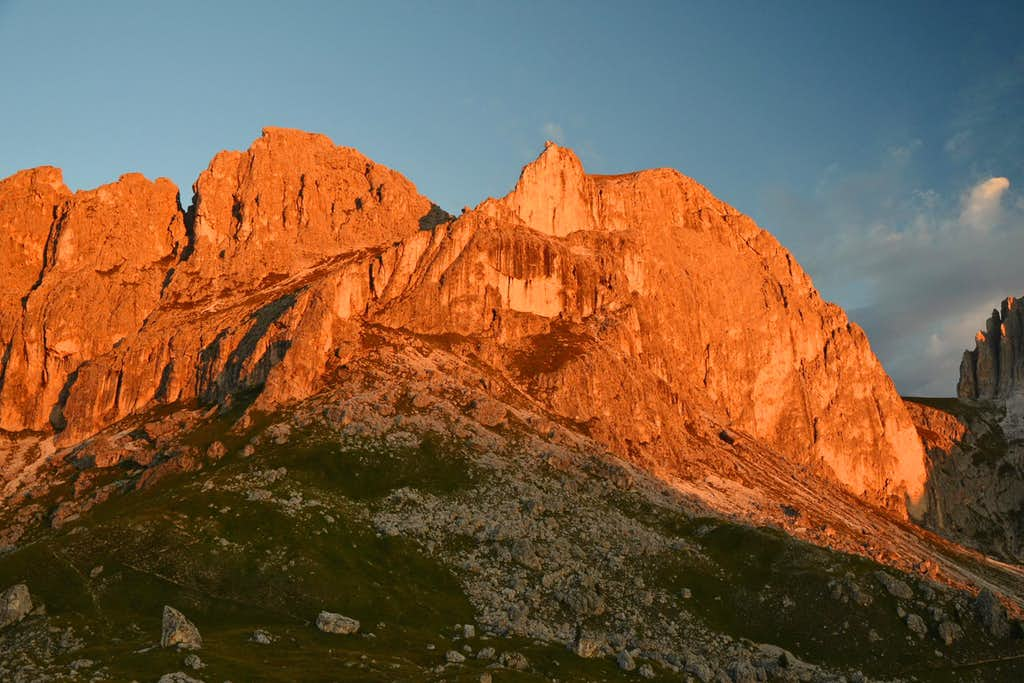 Teufelswandspitze and Croz di Santa Giuliana in sunrise alpenglow