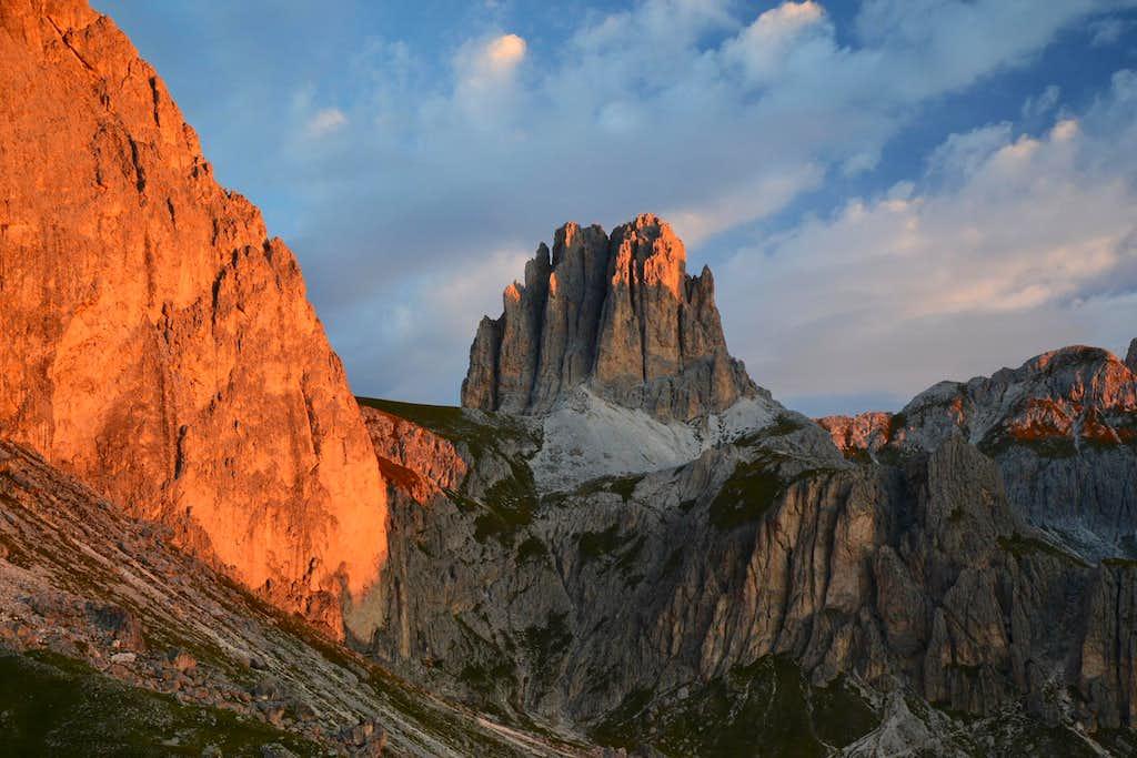 Tscheiner Spitze (Sforcella) and Rotwand (Roda di Vaèl) in sunrise glow