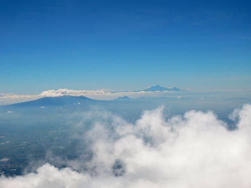 Orographic cloud formation on Mexican volcanoes