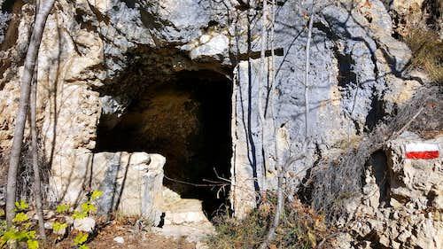War cave of WWI on Cima Nodice