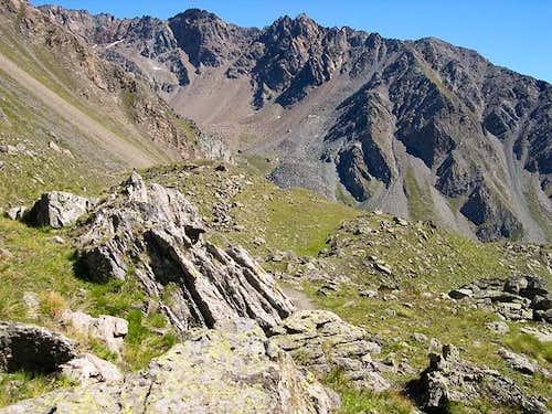 The ridge including  Pointe  Fleurie <i>3258m</i>, Pointe Lavà <i> 3214m</i> and  Pointe Coupè <i>3231m</i>...