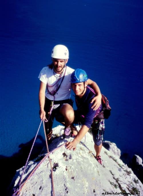 Joyful companions on the tiny top of the Aguglia di Goloritzè