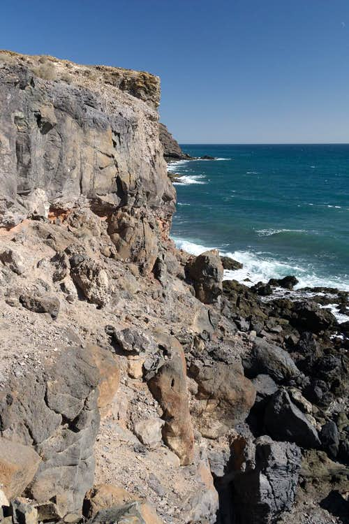 Sea cliff at El Espejo