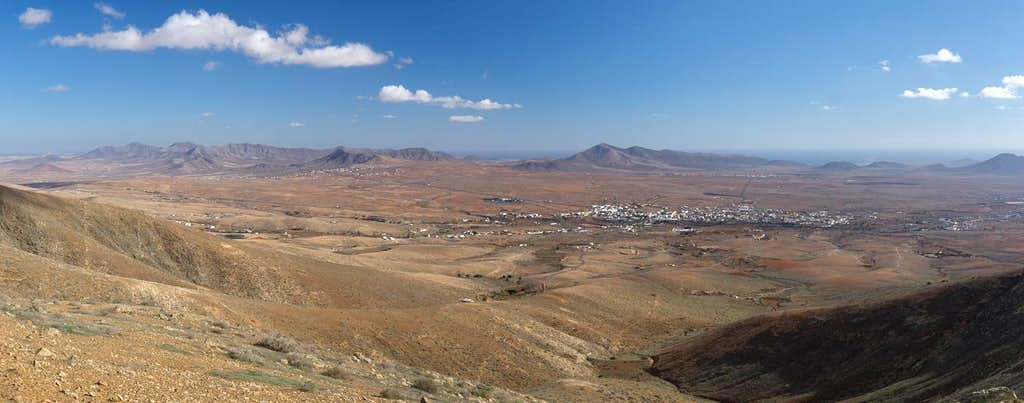 Looking across the Antigua plain towards the Tetir range