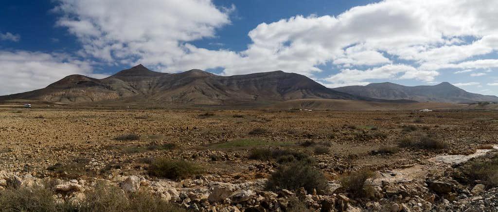 Cerro de Aceitunal (688m), Morro de Agua Salada (509m), Montaña Martinez (497m), Pico de la Fortaleza (595m)