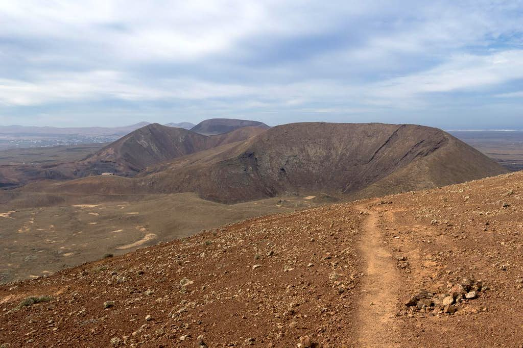 Caldera Encantada (233m) and Las Calderas (248m) in front of Calderon Hondo (278m)