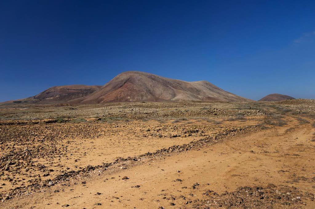 Montaña Parajita, Montaña de Calderas Blancas, Montaña de Mal Nombre