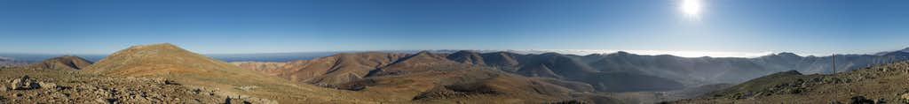 Early 360° summit panorama from Pico de Betancuria