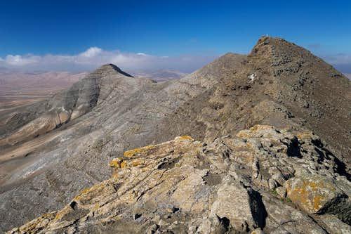 Pico de la Fortaleza (595m), Montaña Bermeja (618m), Cuchillos (627m)