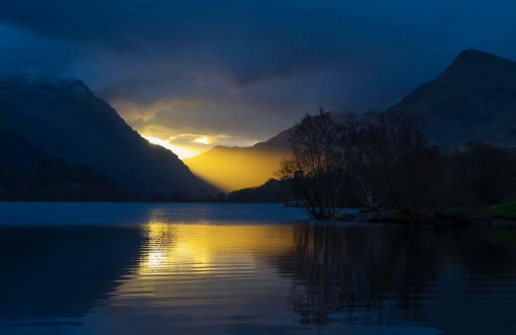 Winter sunrise, Snowdonia