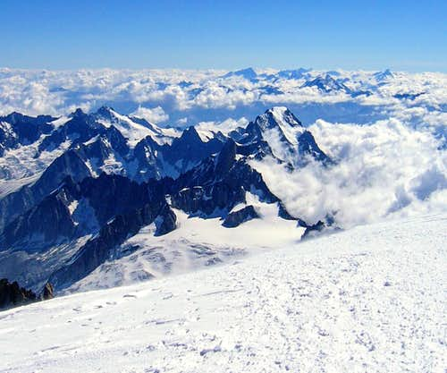 Géant - Rochefort - Jorasses group from top of Mont Blanc