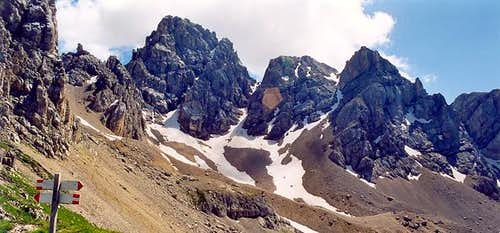 Cima dell\'Uomo and Punte del Ciadin <i>2919m</i> viewed from Forcella Paschè <i>2520m</i>