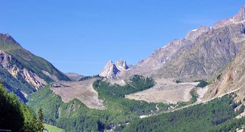 Pyramides Calcaires behind the moraine covering the Miage glacier
