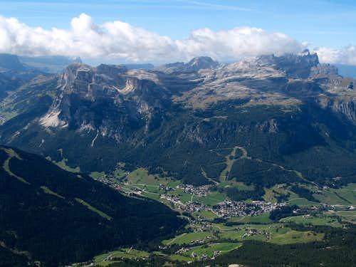 Lavarela. View down to La Villa and the Puez plateau