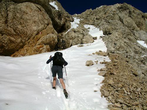 Lavarela. Ascending the snowy gully