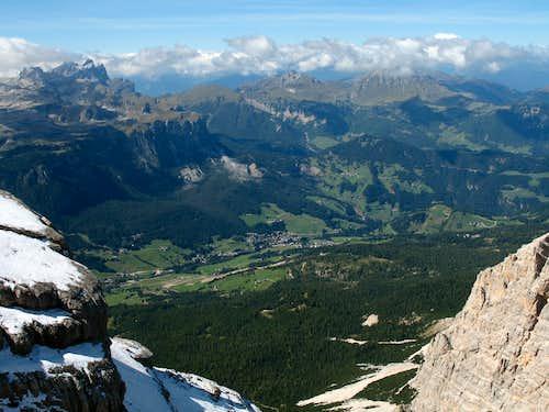 Lavarela. View down towards Pedraces