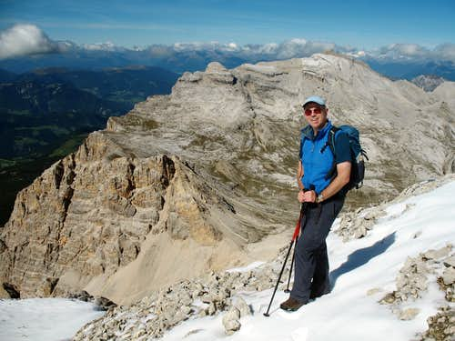 Lavarela. Looking north, me in the foreground, Forcela de Medesc and the route up to L'Ciaval behind.