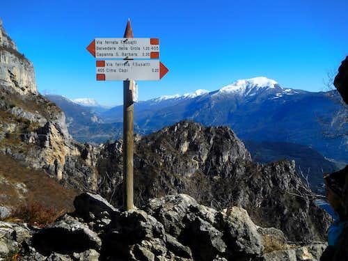 Signpost on Sentiero Foletti, Cima Capi