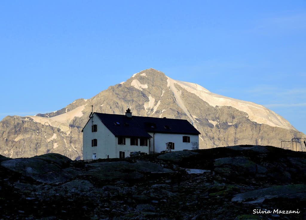 Refuge Serristori with Ortles in background