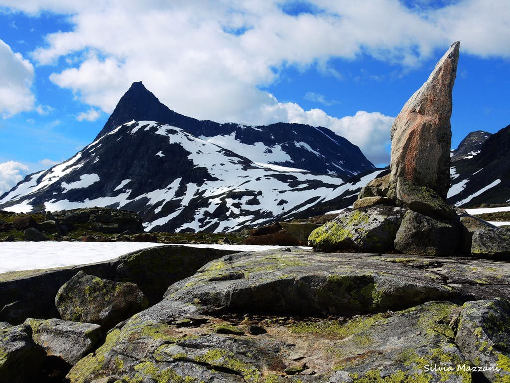Proud Falketind seen from Uranostinden approach trail