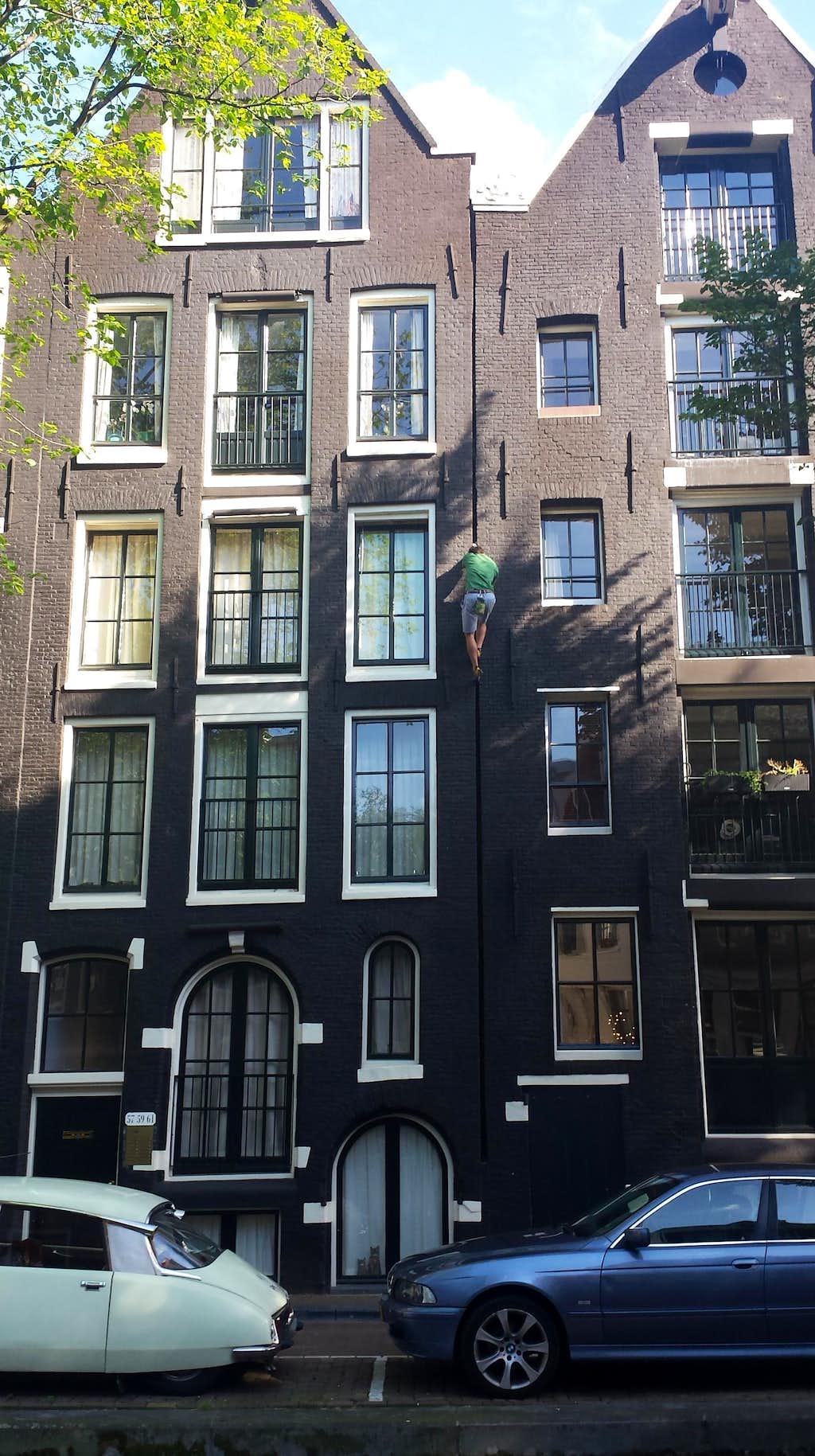 Splitter Hand Crack in Amsterdam
