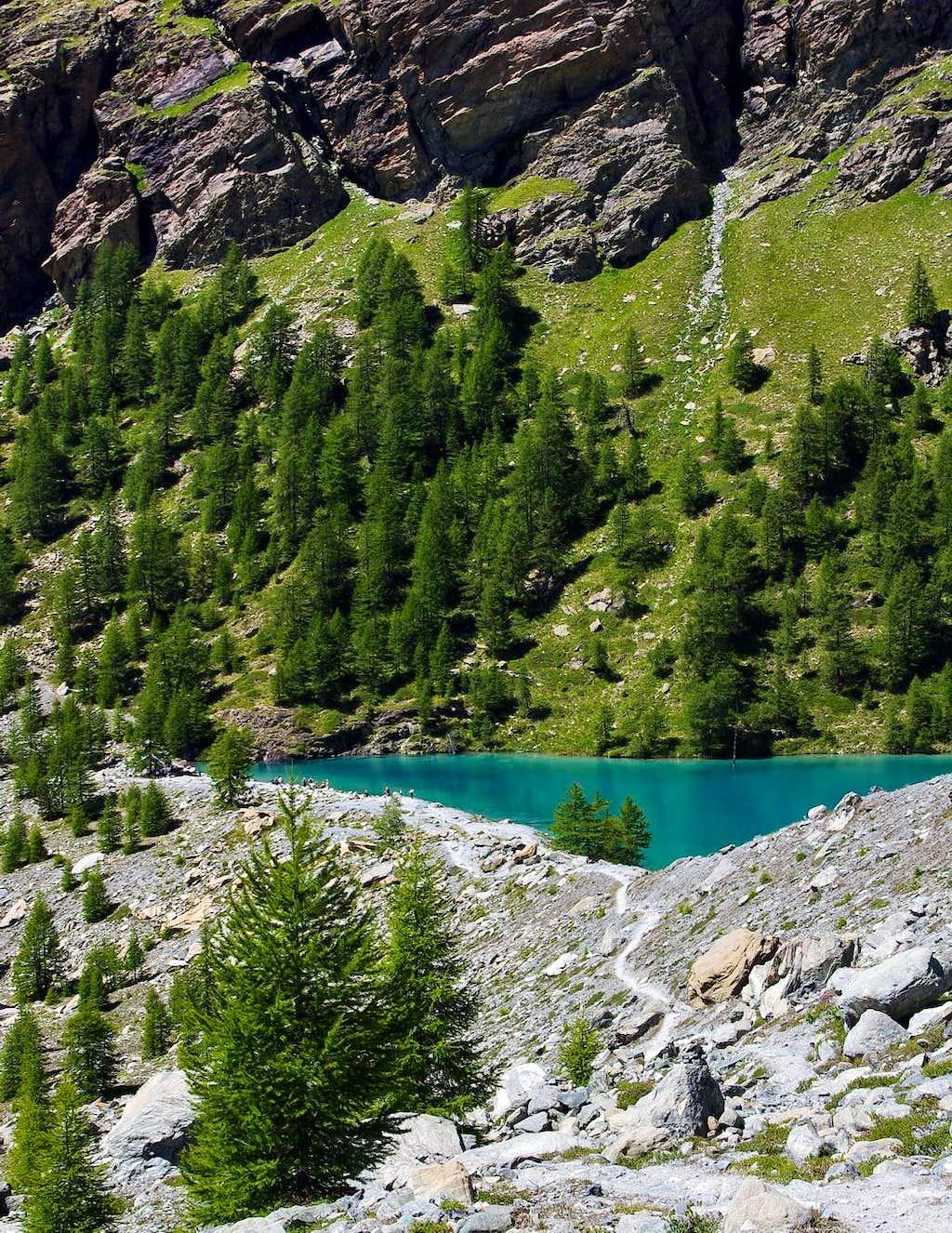 Walking away from Lago Blu (Blue Lake)