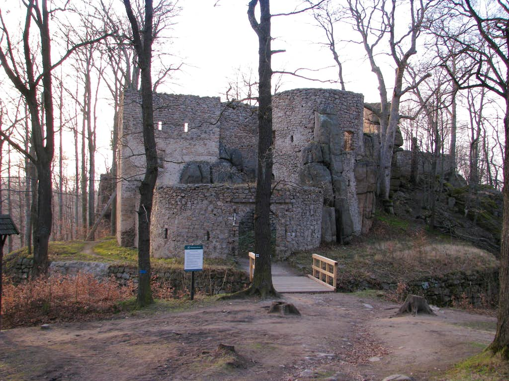 Bolczów Castle on April evening