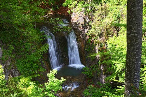 The middle waterfall on Davca creek