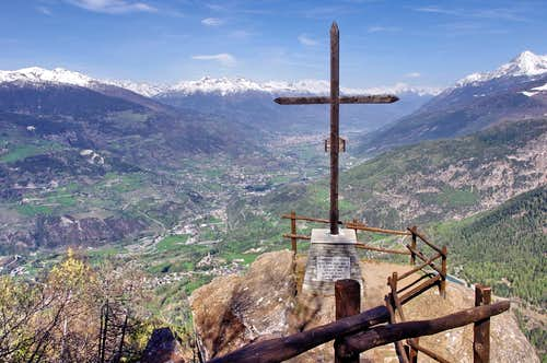 Valley floor and town of Aosta from Croix de Bouque