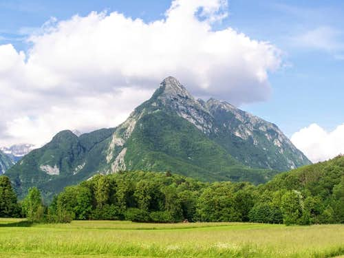 Svinjak as seen from Bovec