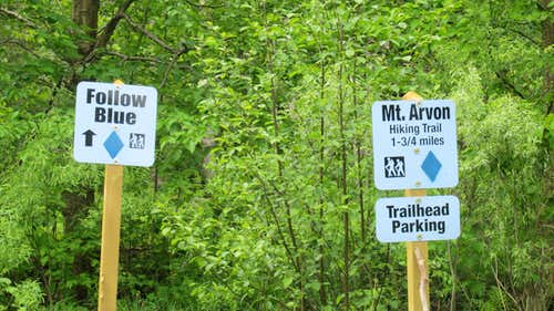 Misleading signs for Mt Arvon