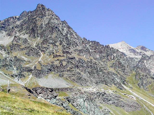 From the path to lac Djouan, view of Parei Neire
