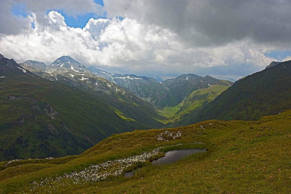Above the valley end of Murtal