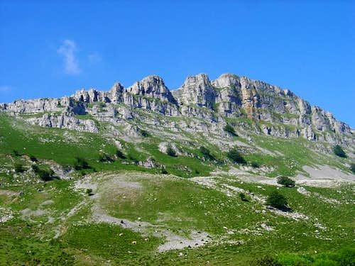 The spectacular ridge of...