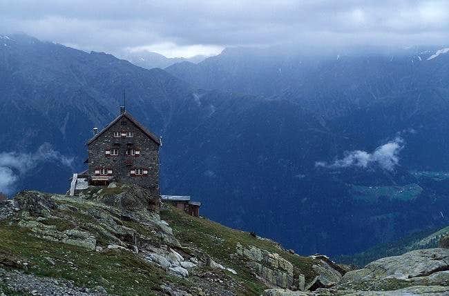 Erlanger Hütte (2550m) in...