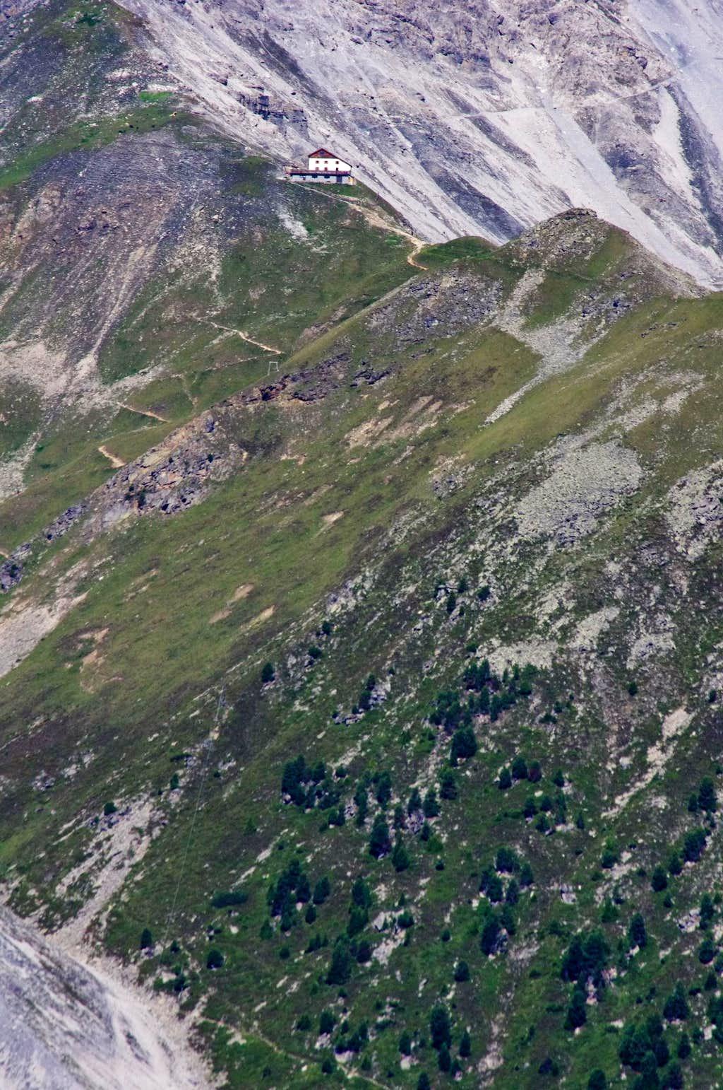 Tabaretta Hut 2556 m