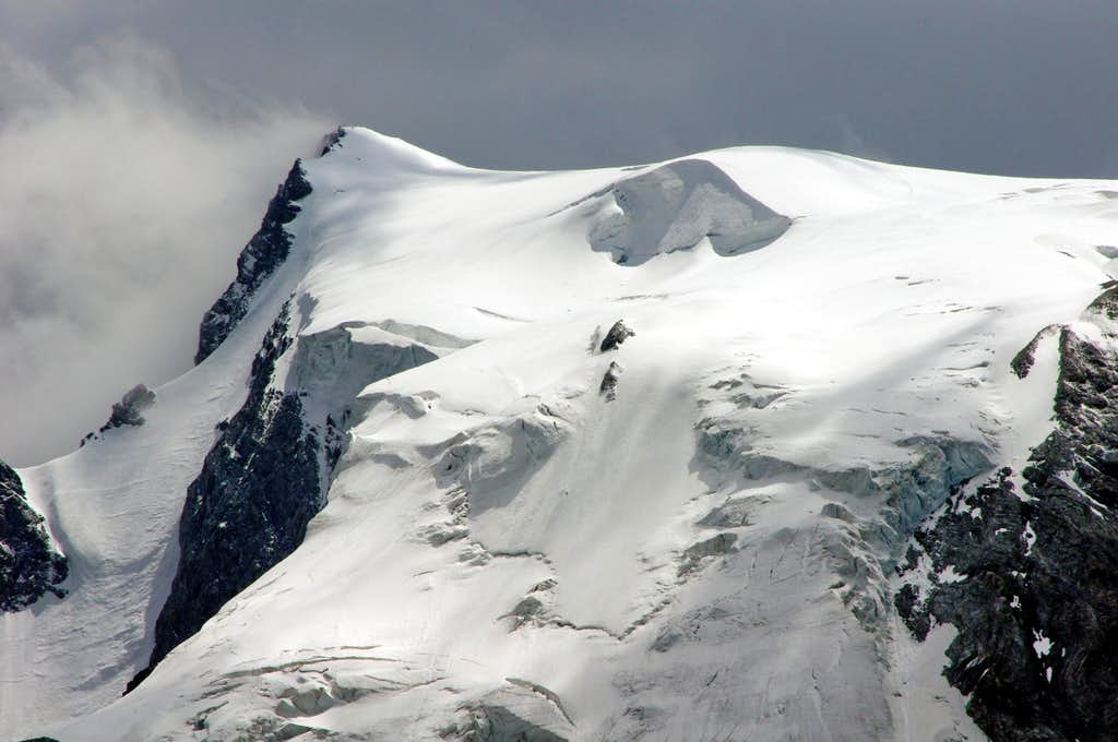 Zooming on the iced summit of Ortles/Ortler (North side)