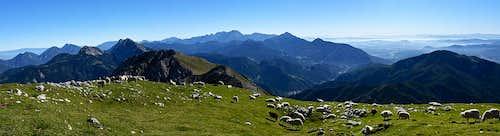 Below the summit of Begunjscica