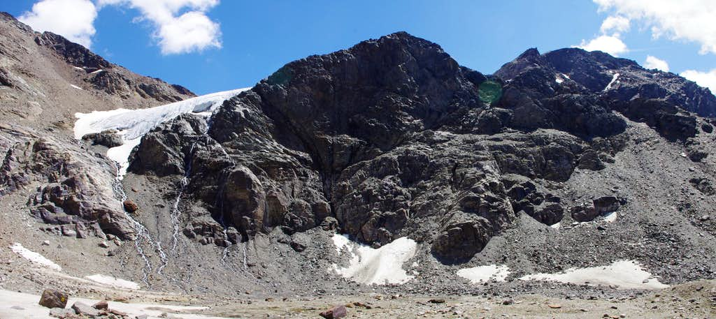 On the plateau at the foot of the glacial terminal tongue of Vedretta di Rosim/Rosimferner