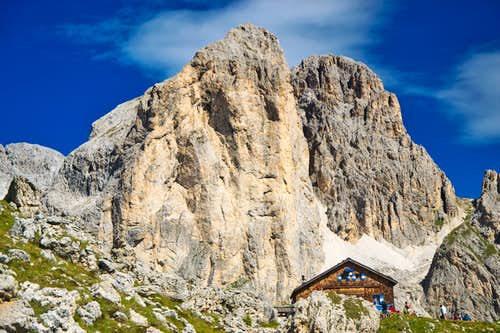 Mugoni (2750 m) and Rifugio Roda di Vaèl