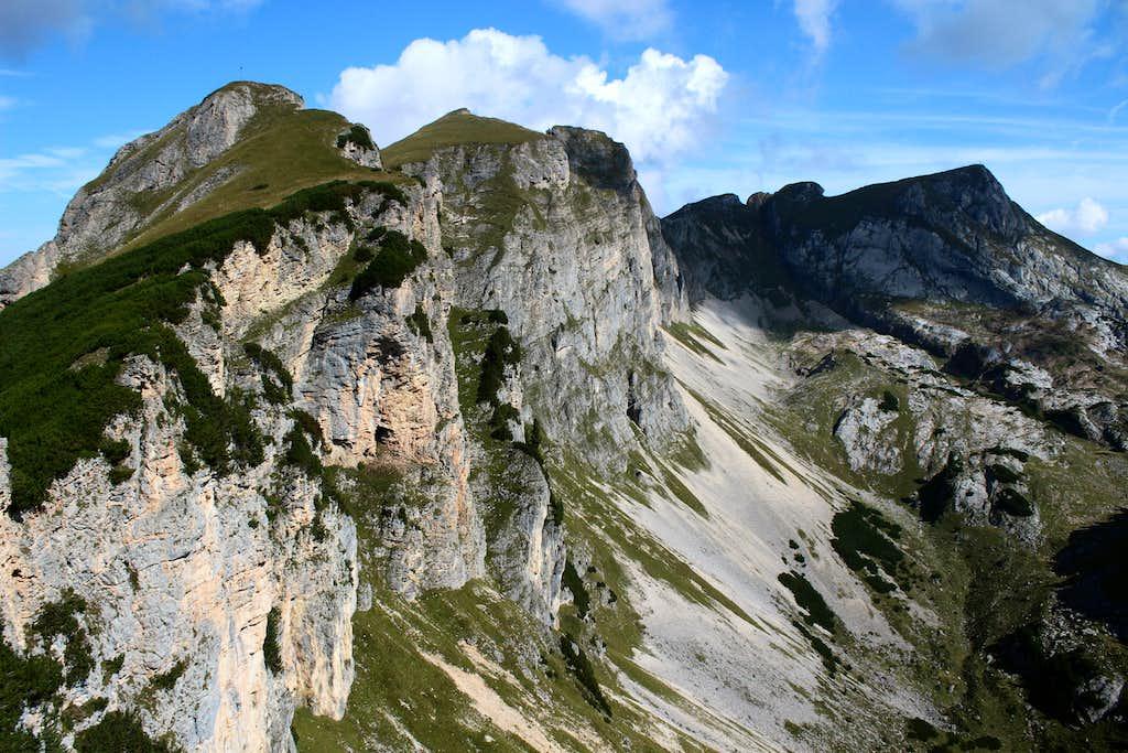 Rofan circuit - Dalfazer Rosskopf (2143m) and Hochiss (2299m) in the distance